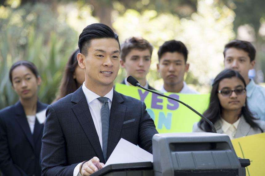California 17-year-olds would get the vote under pair of state bills